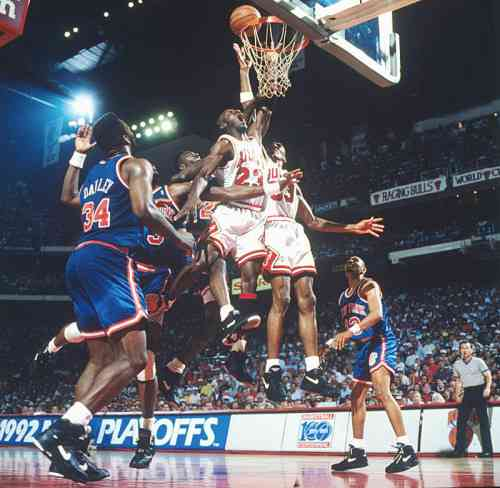 Battle for the ball, Bulls vs Knicks, 1992 playoffs.