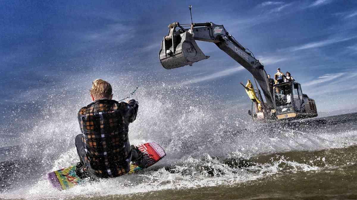 Track hoe Boarding - Insane Epicness!
