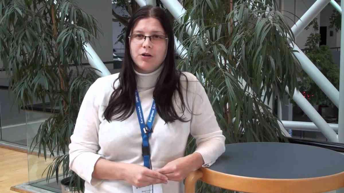 Birgy Lorenz, eLearning Award Winner 2010 - Teaching online safety and citizenship - YouTube