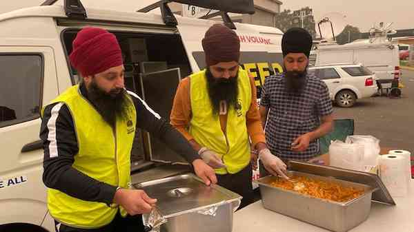 News: Sikh group giving free hot meals to bushfire victims hailed as 'legends'