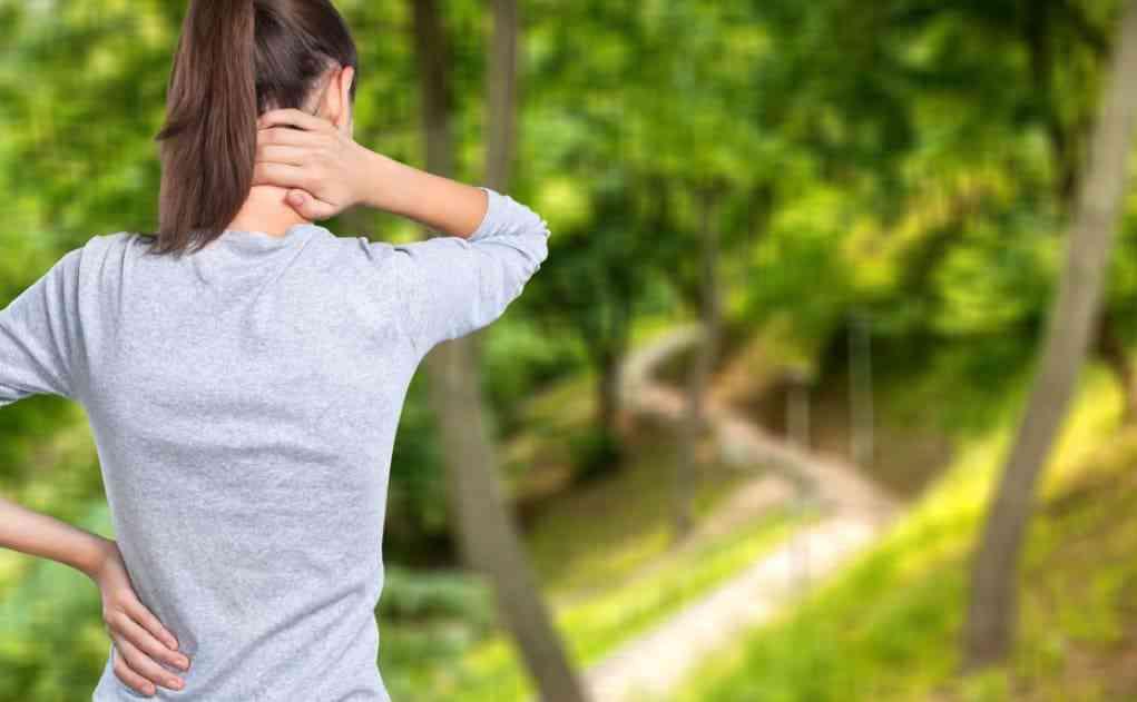 Hold i Nakken   Nakkesmerter   Smerter og ondt i nakken   Nakkeøvelser   Ryggen og skulderen  Ø…