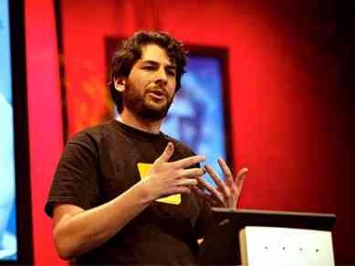 Blaise Aguera y Arcas demos Photosynth   Video on TED.com