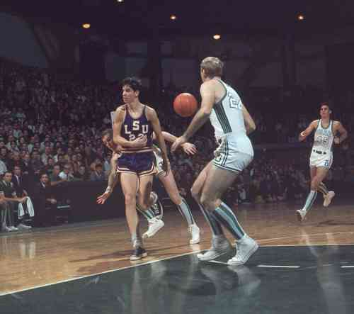 Pistol Pete Maravich no-look pass.