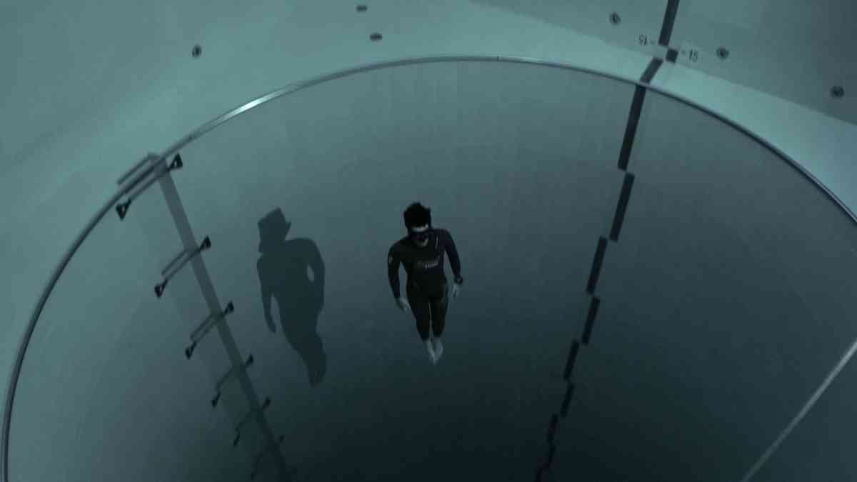 (6) Y40 jump: Guillaume Néry explores the deepest pool in the world - YouTube