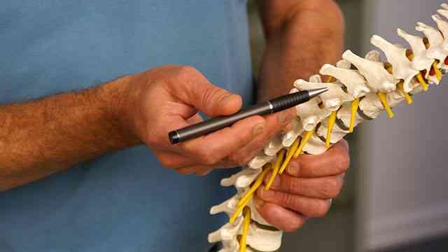 Iskias | Iskiassmerter | Iskiasnerve | Piriformis | Nerve i klemme | Øvelser og balleøvelser | Ry…