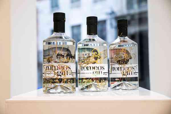 romeo's gin   Bottles