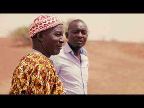 Saydou: Inspecter le terrain avec Delphino FR
