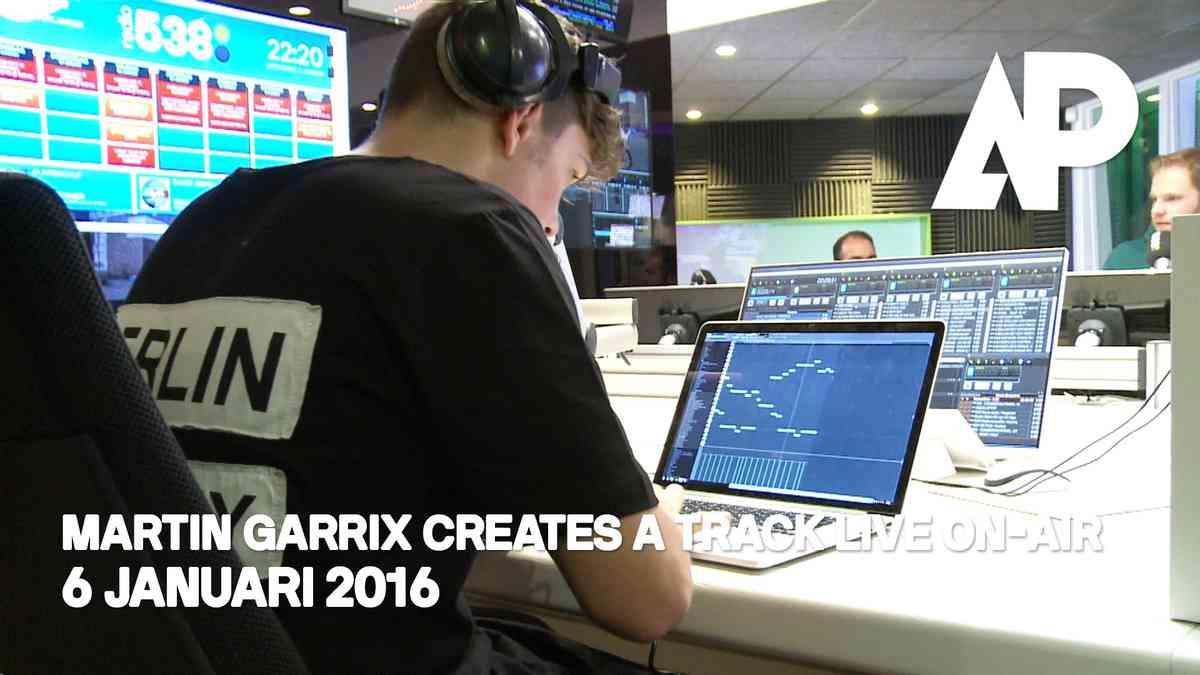Martin Garrix creates a track live on-air! (with CC)