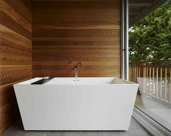 cedar walls and deep tub
