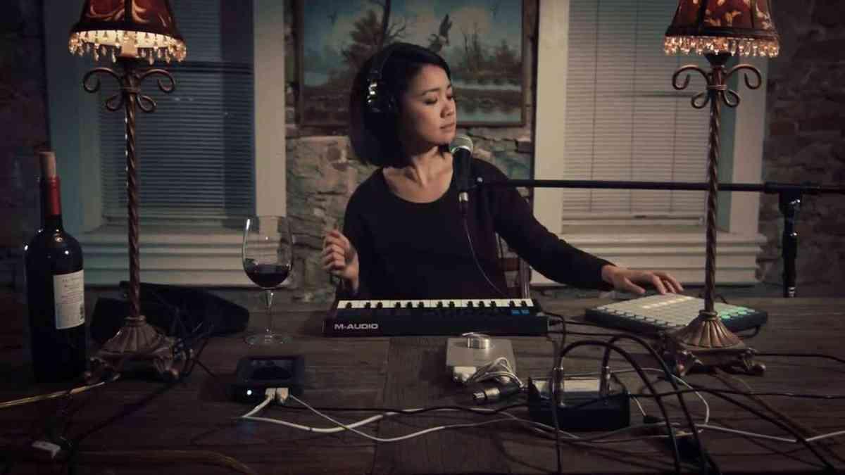 TCS - Robot Heart: Heart-Shaped Box - Nirvana (covered by Kawehi)