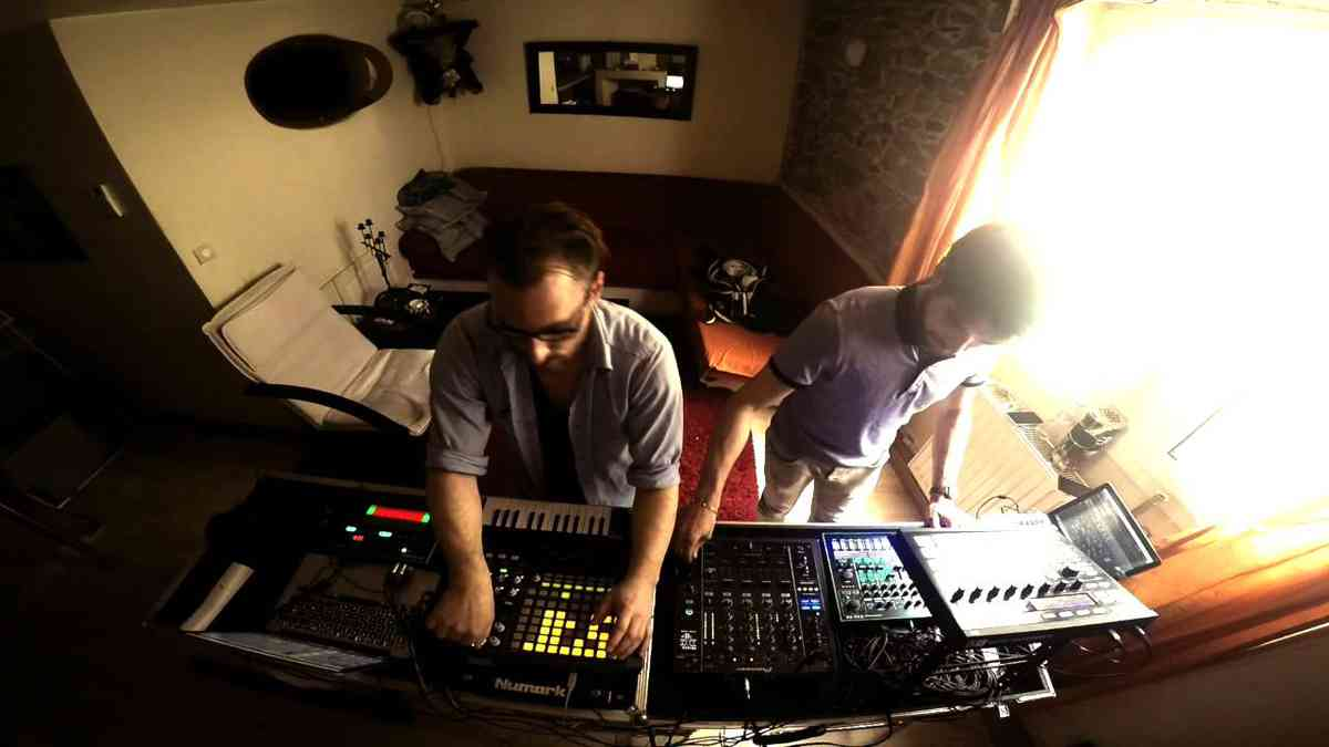Techno live with Tr8 & Db3 by The Acid hotel - YouTube